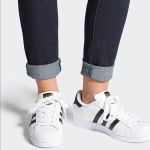 ADiDAS SUPERSTAR classic Blk & White sneaker Sz 6